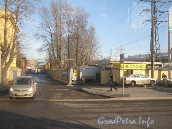 Проезд напротив ул. Корнеева от ул. Маршала Говорова в сторону дома 29 литер Н по ул. Маршала Говорова. Фото март 2012 г.