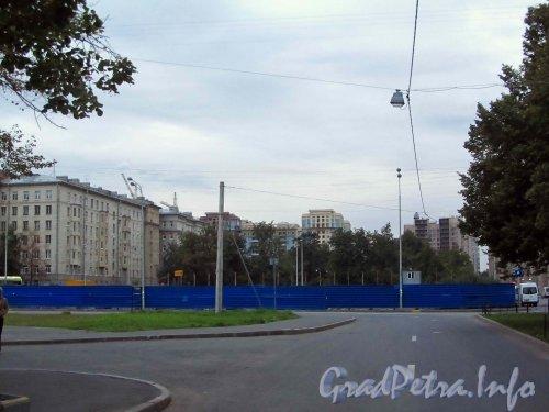 Ул. Гастелло, дом 7. Вид участка, через три года после сноса кинотеатра «Зенит». Фото 1 сентября 2012 года.