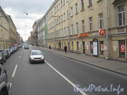 Гороховая ул., дом 17 (справа) и перспектива Гороховой улицы в сторону канала Грибоедова. Фото 21 августа 2012 г.