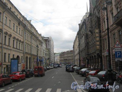 Перспектива Большой Морской улицы от Гороховой улицы в сторону Невского проспекта. Фото 21 августа 2012 г.