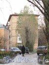 Ул. Ольминского, дом 18. Вид на торец жилого дома со стороны проспекта Елизарова. Фото октябрь 2012 г.