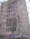 Ул. Отважных, дом 10 (АТС). Общий вид со стороны дома 8. Фото 6 января 2013 г.