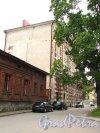 Г. Выборг, улица Подгорная, дом 6 (5-этажное здание) и дом 4 (деревянный дом). Фото 19 августа 2012 года.