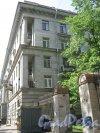 Кузнецовская ул., дом 30. Вид со стороны дома 32. Фото 1 июня 2013 г.