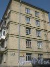 Варшавская ул., дом 32. Фрагмент фасада дома. Фото 1 июня 2013 г.