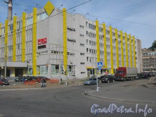 Ул. Маршала Говорова, дом 35. Общий вид угла здания со стороны дома 6 по ул. Трефолева. Фото 29 мая 2012 г.
