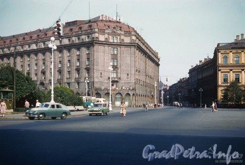 Ул. Большая Морская, дом 39. Здание гостиницы «Астория». Фото 1959 года.
