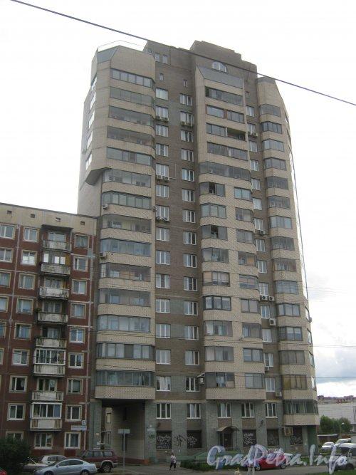 Ул. Веденеева, дом 2. Угловая часть здания. Вид с Тихорецкого пр. Фото 22 июля 2012 г.
