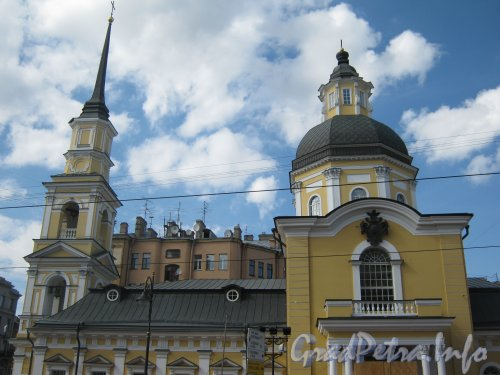 Моховая ул., дом 48. Общий вид церкви с ул. Белинского. Фото 30 июня 2012 г.