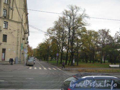 Улица Корнеева. Перспектива от проспекта Стачек в сторону улицы Маршала Гворова. Фото 19 октября 2012 г.