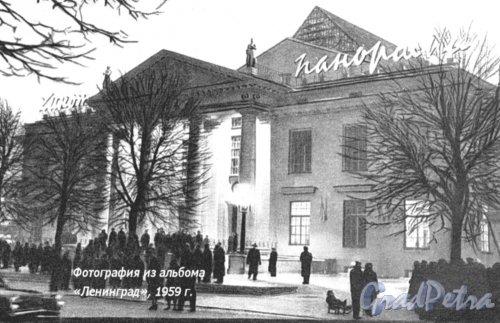 Потемкинская ул., дом 4. Здание кинотеатра «Панорама». Фотоальбом «Ленинград», 1959 г.
