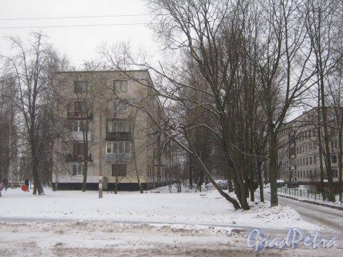 Ул. Добровольцев, дом 26. Общий вид с ул. Отважных. Фото 6 января 2013 г.