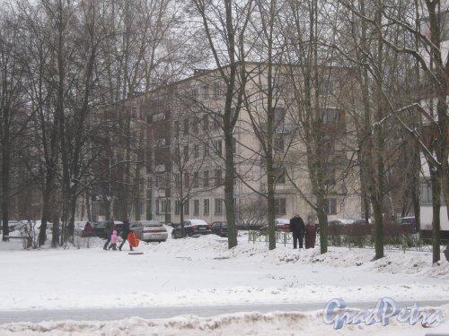 Ул. Добровольцев, дом 24. Общий вид с ул. Отважных. Фото 6 января 2013 г.