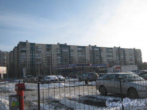 Ул. Доблести, дом 18. корпус 1. Общий вид здания со стороны дома 57 корпус 1 литера А по Ленинскому пр. Фото 28 января 2013 г.