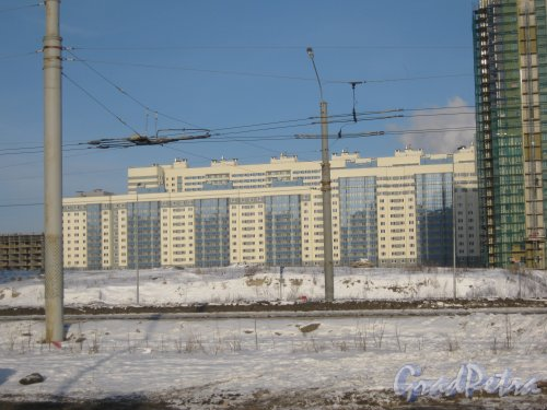 Ул. Доблести, дом 15, корпус 1. Общий вид со стороны дома 57 корпус 1 литера А по  Ленинскому пр. Фото 28 января 2013 г.