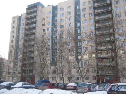 Ул. Доблести, дом 18, корпус 1. Фрагмент фасада со стороны Ленинского пр. Фото 28 января 2013 г.
