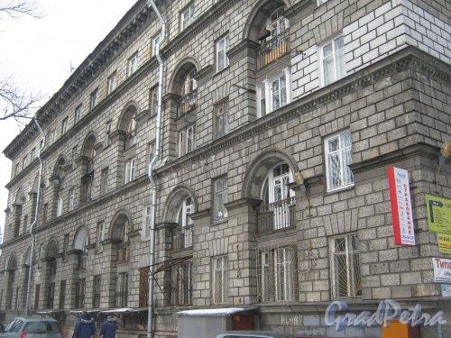 Зеленогорская ул., дом 3. Фрагмент фасада здания. Фото 26 февраля 2013 г.