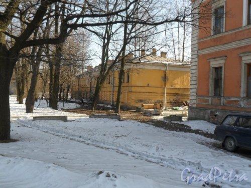 Улица Калинина, дом 2, корпус 2. Вид со стороны улицы Калинина. Фото 19 марта 2013 г.