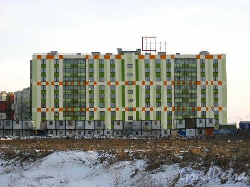 Пос. Кудрово, Центральная ул., дом 50. Квартал «Вена» жилого комплекса «Семь Столиц». Вид со стороны безымянного протока. Фото 24 марта 2013 г.