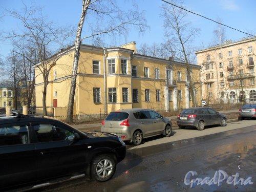 Улица Зои Космодемьянской, дом 19 / ул. Губина, дом 23. Вид дома со стороны улицы Зои Космодемьянской.  Фото апрель 2013 г.