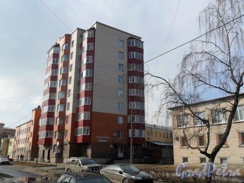 Улица Зои Космодемьянской, дом 11. Современный кирпично-монолитный дом. Стоматология «Одонт». Фото апрель 2013 г.