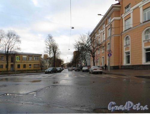 Перспектива Большой разночинной улицы от Корпусной улицы в сторону Чкаловского проспекта. Фото 30 апреля 2013 г.
