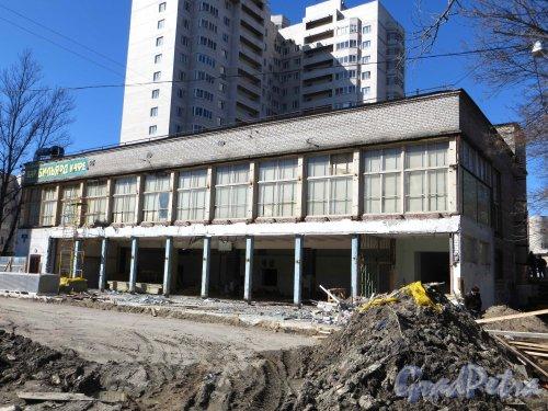Ул. Ленсовета, дом 41. Общий вид реконструируемого здания. Фото 2 мая 2013 г.