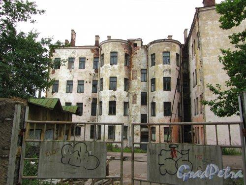 Г. Выборг, ул. Северный Вал, дом 11. Двор здания со стороны Прогонной улицы. Фото 19 августа 2013 г.