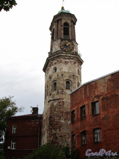 Г. Выборг, Крепостная ул., дом 5а. Часовая башня. Общий вид. Фото 19 августа 2012 г.