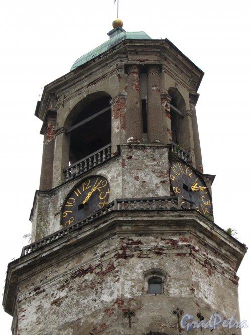 Г. Выборг, Крепостная ул., дом 5а. Часовая башня. Куранты. Фото 19 августа 2012 г.