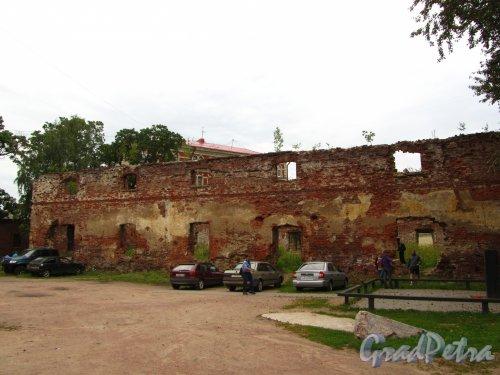 Г. Выборг, ул. Сторожевой Башни, дом 6. Общий вид руин Кафедрального Собора со стороны улицы Сторожевой Башни. Фото 19 августа 2012 г.