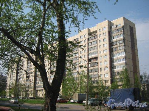 Караваевская ул., дом 40, корпус 1. Общий вид с Караваевской ул. возле дома 41, корпус 1. Фото 13 мая 2013 г.
