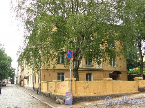 Г. Выборг, Прогонная улица, дом 1. Вид со стороны Подгорной улицы. Фото 19 августа 2012 г.