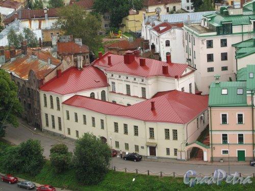 Г. Выборг, ул. Северный Вал, дом 5. Общий вид здания с башни Святого Олофа. Фото 19 августа 2012 г.