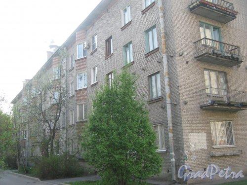 Караваевская ул., дом 31, корпус 1. Общий вид со стороны дома 29. Фото 13 мая 2013 г.