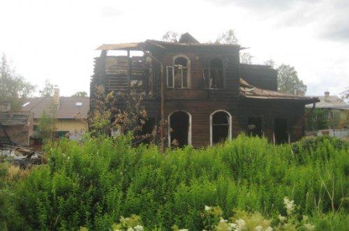 Ул. Сегалева, дом 10. Вид дачи после пожара. Фото лето 2012 г.