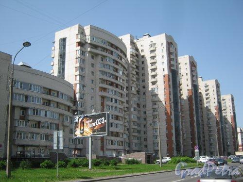 Варшавская ул., дом 19, корпус 2. Фрагмент. Вид со стороны дома 34. Фото 1 июня 2013 г.