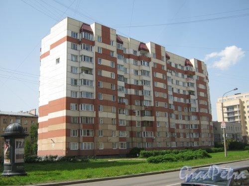 Варшавская ул., дом 19, корпус 1. Вид со стороны дома 22. Фото 1 июня 2013 г.