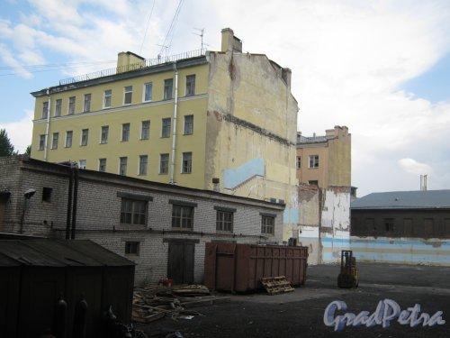 12-z Красноармейская ул., дом 26. Вид на территорию зданий. Фото 30 мая 2013 г.