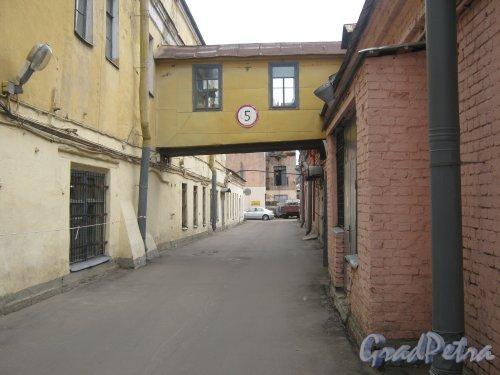 Ул. Черняховского, дом 63-65. Фрагмент внутренней территории. Фото 10 июня 2013 г.
