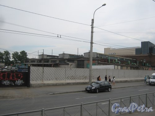 Ул. Салова, дом 61. Общий вид на территорию с Бухарестской ул. Фото 10 июля 2013 г.
