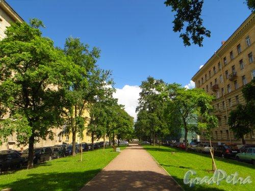 перспектива улицы Победы от улицы Фрунзы в сторону Бассейной улицы. Фото 19 июня 2013 г.