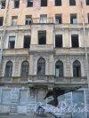 11-я Красноармейская ул., дом 7. Фрагмент фасада расселённого дома. Фото 30 мая 2013 г.