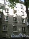Лен. обл., Гатчинский р-н, г. Гатчина, ул. Киргетова, дом 24. Фрагмент здания и указание года строительства на фасаде. Фото 13 июля 2013 г.