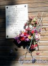 Лен. обл., Гатчинский р-н, г. Гатчина, ул. Михаила Рысева, дом 7. Мемориальная табличка на стене дома. Фото 22 августа 2013 г.