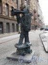 Скульптура «Глашатай», установленная у дома 18 по улице Правды. Ск. Д. Каминкер, Фото март 2012 г.