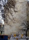 Бармалеева ул., д. 21. Доходный дом. Граффити на брандмауэре. Фото март 2012.