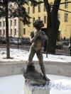10-я Красноармейская ул., д. 22. Kellermann Center. Фонтан в сквере со статуей Мальчика с тамбурином. Кон. 19 в. Фото апрель 2012 г.