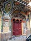 Колокольная ул., д. 11. Доходный дом Н. Н. Никонова. Портал парадного входа. Фото июнь 2012 г.