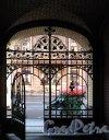 Колокольная ул., д. 11. Доходный дом Н. Н. Никонова. Решетка уличных ворот. Фото июнь 2012 г.